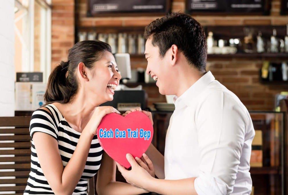 Cách nói chuyện với bạn trai lần đầu hẹn hò